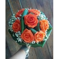 Buchet clasic rotund din trandafiri