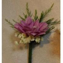 Cocarde din crizantema cu floarea miresei