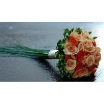 Buchet mireasa elegant din trandafiri si minirosa