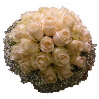 Buchet mireasa din trandafiri si gypsophila
