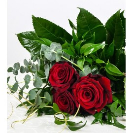 Buchet 3 trandafiri si verdeata ieftin