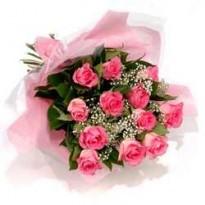 Buchet  13 trandafiri si gypsophila
