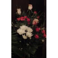 Buchet  trandafiri miniurosa crizantema si gypsophila