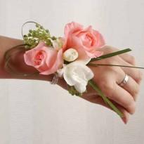 Bratara din trandafiri si frezii
