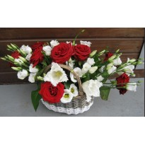 Cos 9 trandafiri si 10 lisianthus