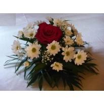 Aranjament de masa 1 trandafir  si crizanteme