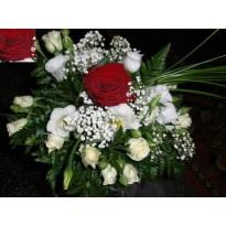 Aranjament de masa din trandafiri  minirosa si lisianthus