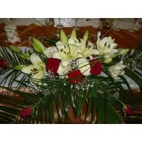 Aranjament de masa din 20  trandafiri si 3 crini
