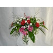 Aranjament de masa curgator flori asortate