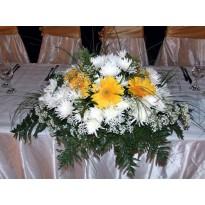 Aranjament de masa gerbera crizanteme si gypsophila