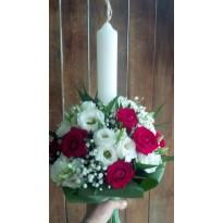 Lumanare botez trandafiri si lisianthus