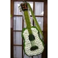 Coroana in forma de chitara