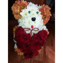 Aranjament  ursulet cu inima trandafiri