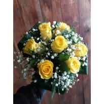 Buchet de mireasa trandafiri si floarea miresei
