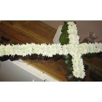Coroana  cruce din crizanteme